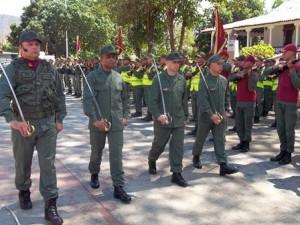 Momentos cuando el nuevo comandante de la GNB en Guárico hace la supervisión del grupo de parada