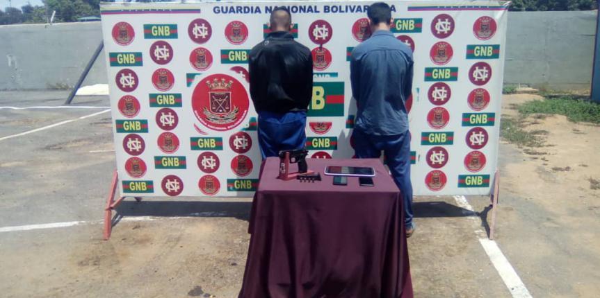 GNB Zulia capturó en flagrancia a dos ciudadanos cuando asaltaban a usuarios de una estación de servicio