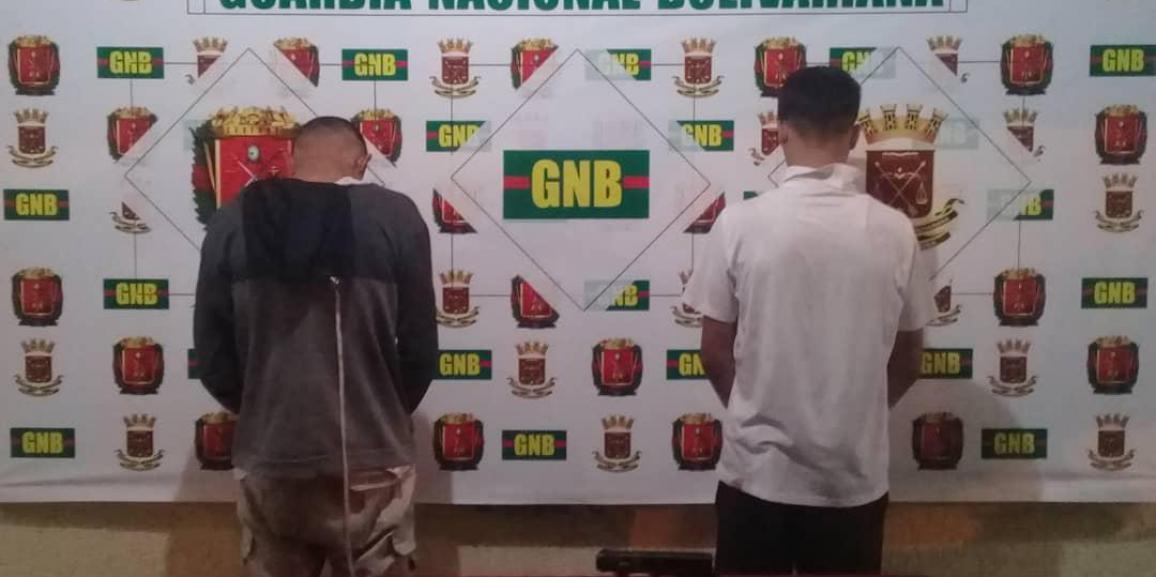 GNB detuvo a dos  ciudadanos después de robar a dos mujeres en Punto Fijo estado Falcón