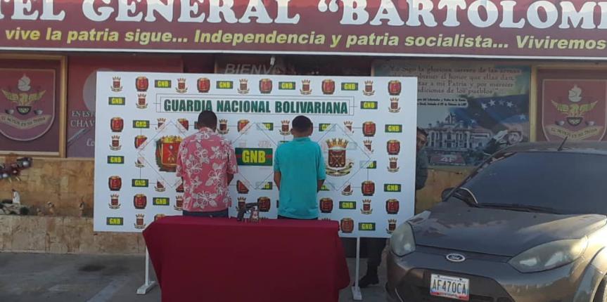 GNB Falcón captura a dos ciudadanos presuntamente involucrados en el robo de vehículos