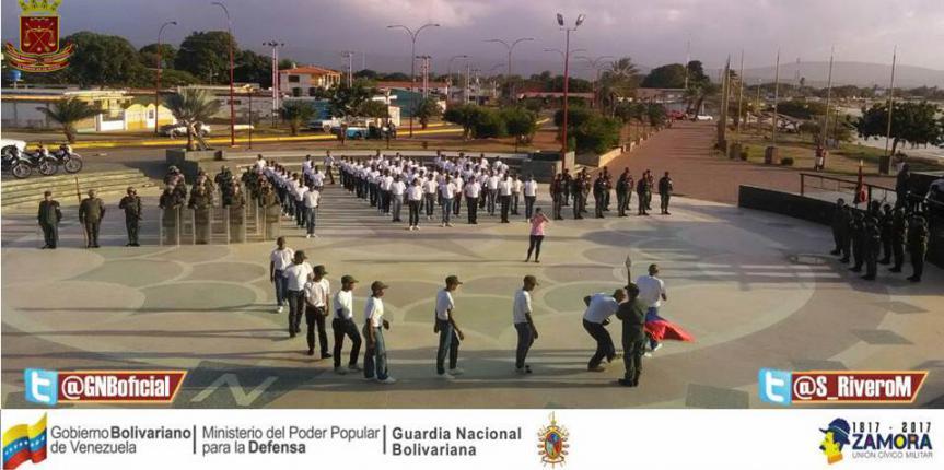 Aspirantes a Guardias Nacionales realizan ósculo a la Bandera Nacional en el estado Falcón
