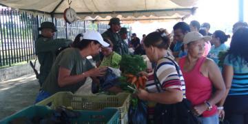 GNB Aragua participa en jornada a cielo abierto de distribución de alimentos