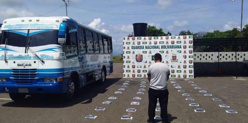 GNB Zulia incautó 48 panelas de cocaína ocultas en bus de transporte público