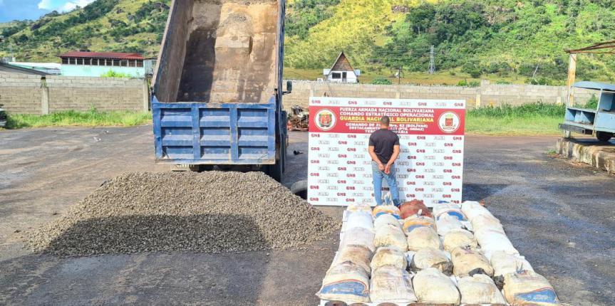 GNB capturó a ciudadana que transportaba oculto material explosivo y ferroso