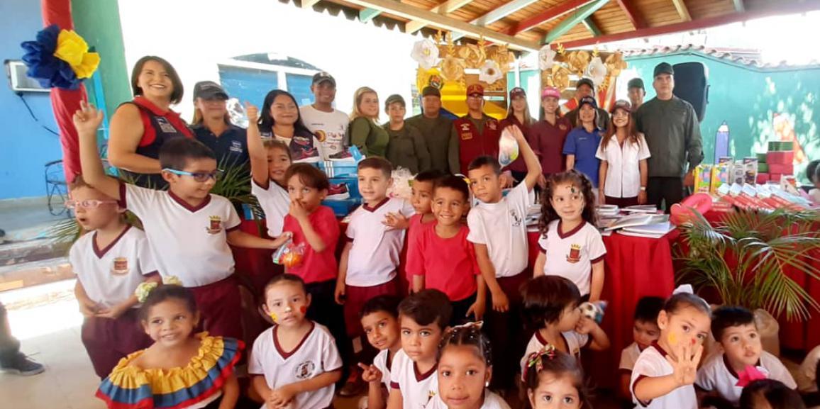 """Presidenta del Comité de Acción Social de la GNB visito el centro de Educación Inicial """"General en Jefe José  Florencio Jiménez"""" del Comando de Zona N°12 Lara"""