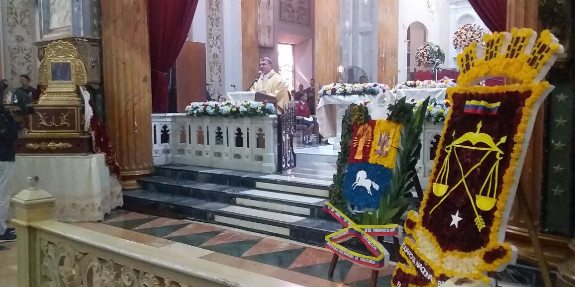"""GNB celebro con una misa solemne  los 309 años de su patrona  la """"Virgen del Rosario de Chiquinquirá"""