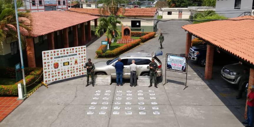 GNB Zulia detuvo a dos ciudadanos con droga oculta en el techo de una camioneta