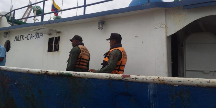 """Comando de Vigilancia Costera retuvo embarcación con más de 98 mil litros de presunto combustible """"Gasoil"""""""