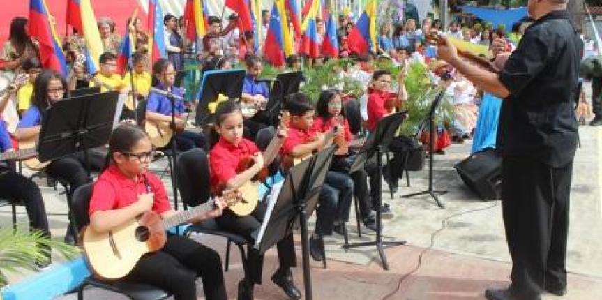 """Niñas y niños del Centro de Educación Inicial """"Lina de Cárdenas"""" y el Centro de Atención Integral al Niño de la GNB iniciaron el nuevo año escolar 2019-2020"""