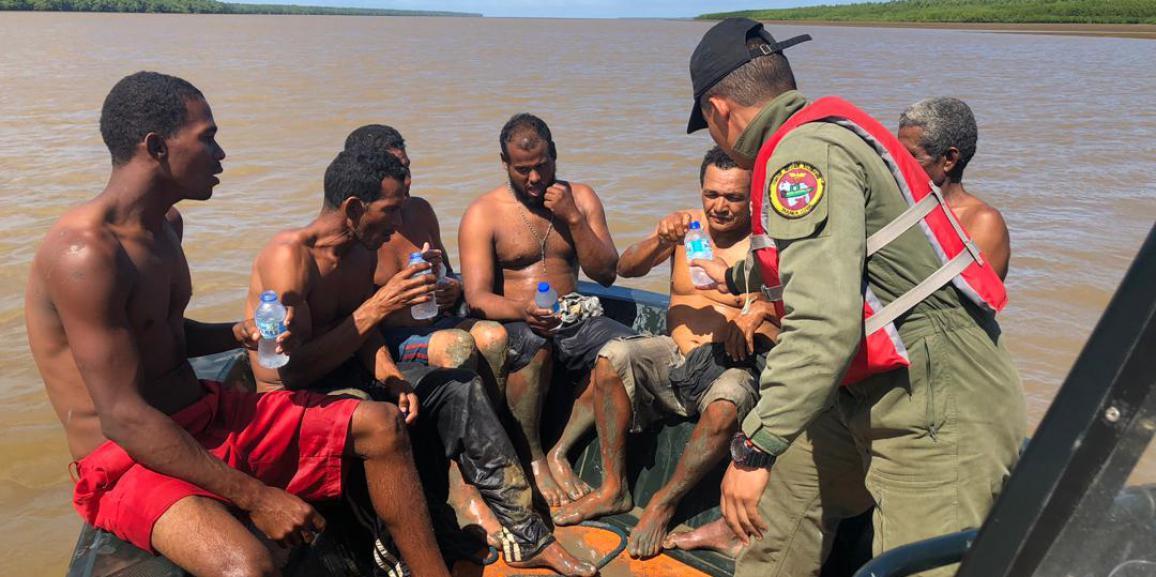 El comando de vigilancia costera rescata a seis ciudadanos en el estado Delta Amacuro