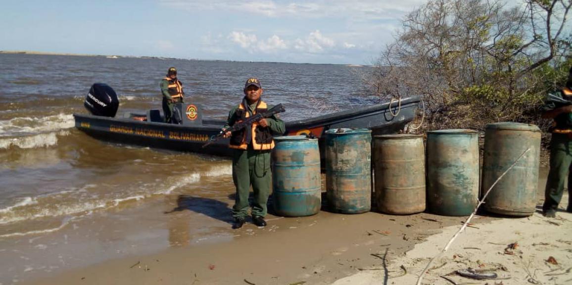 Comando de Vigilancia Costera de la GNB en operación conjunta con la Armada Nacional Bolivariana incautan 1.200 litros de  combustible en el estado Zulia