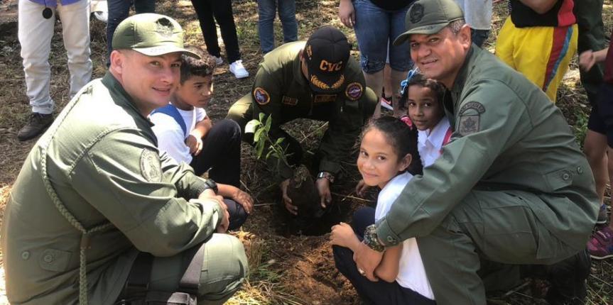 GNB Bolívar plantó 1.650 árboles para recuperar suelos afectados por tala, quema y contaminación