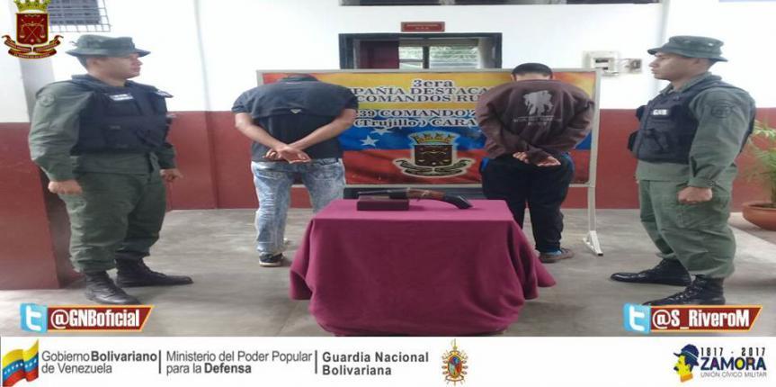Capturado dos ciudadanos solicitados  portando arma de fuego en Trujillo