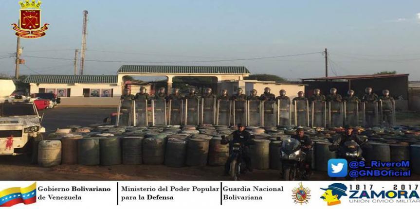 GNB activo operación Torniquete en la Guajira desmantelando 15 depósitos clandestino e incautando 90 mil litros de combustible