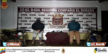 Castrenses incautan granada, armas y municiones a dos motorizados en Bolívar
