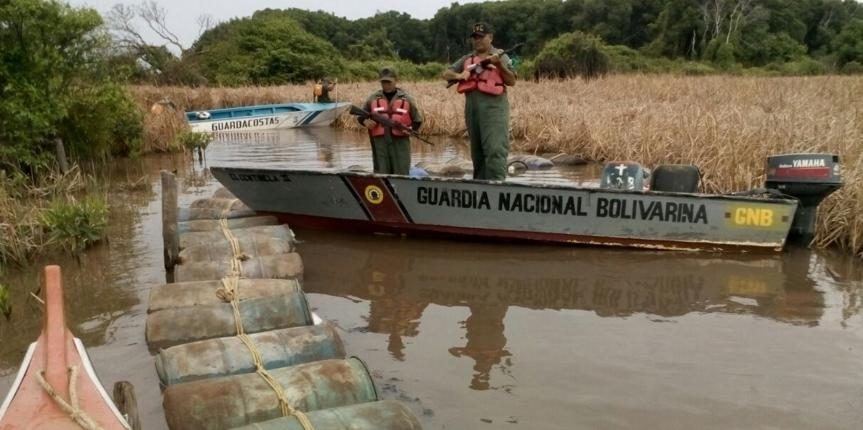 Continúa lucha contra el contrabando de combustible GNB incauta e inutiliza 10.340 litros de combustible en la Laguna de Sinamaica