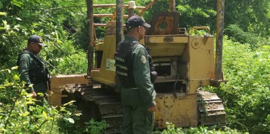 Comando de Vigilancia Costera recupera dos maquinarias pesadas en la población de Barranquitas estado Zulia
