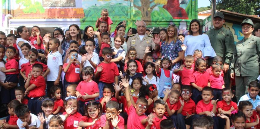 Niñas y niños del CENAIN fueron recibidos por el Mayor General Sergio Rivero Marcano en su primer día de clases