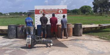 """GNB detuvo a cuatro integrantes del GEDO """"Los Mapi"""" con mil 530 litros de combustible ilegal"""