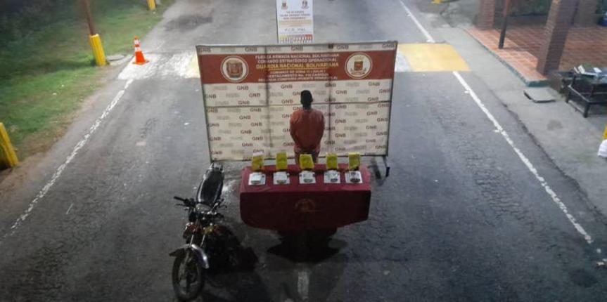 GNB ZULIA detuvo a ciudadano colombiano con 5 panelas de cocaína oculta en paquetes de maizina