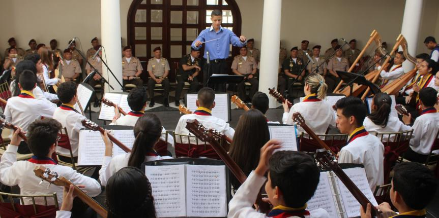 "Ministro de la Defensa encabezó firma de Convenio con la Fundación Musical ""Simón Bolívar"""