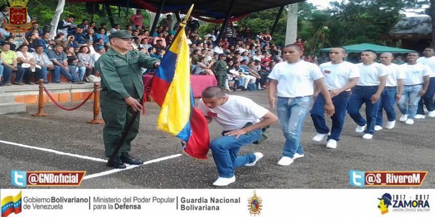 Promoción 108 de la Esguarnac Cordero ofreció ósculo a la Bandera Nacional
