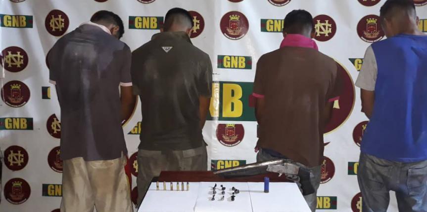 """Militares capturaron a integrantes de la banda """"Los Guaros"""" con arma de fuego y droga en el estado Bolívar"""