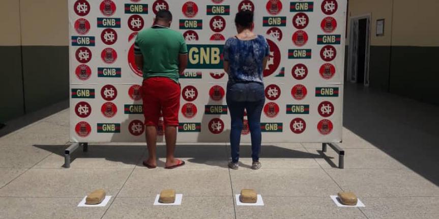 GNB Incautó 10 panelas de presunta Marihuana en un bus de transporte público en Maracaibo