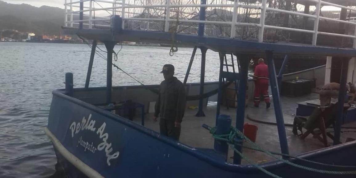 Comando de vigilancia costera retiene embarcación y 84.000 litros de combustible en el estado Anzoátegui