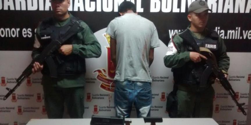 GNB Falcón detuvo  a ciudadano con un arma mini UZI en el estado Falcón