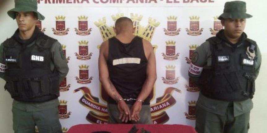 GNB Detienen a sujeto por robo y porte ilícito de arma de fuego