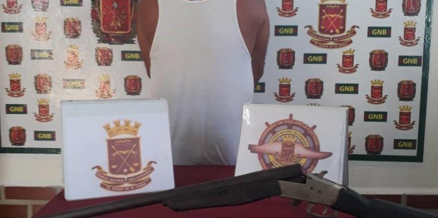 Comando de Vigilancia Costera detiene a un ciudadano por porte ilícito de armas en Higuerote estado Miranda