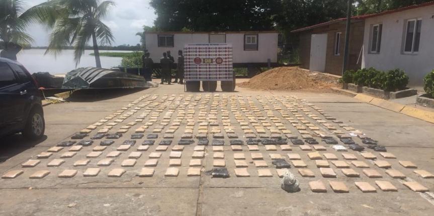 Comando de Vigilancia Costera en conjunto con la GNB Delta Amacuro incautaron 439 panelas de marihuana y capturan a cinco ciudadanos