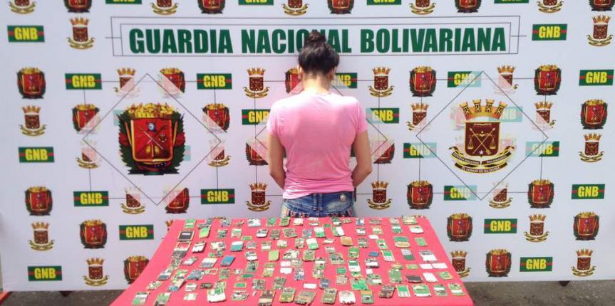 GNB detuvo mujer que iba rumbo al estado Trujillo con 90 placas de celulares provenientes del delito