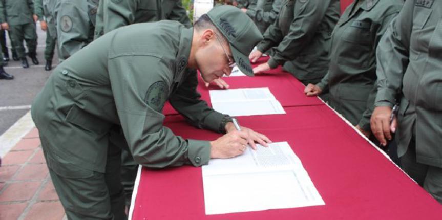 """Guardia Nacional Bolivariana se suma a la recolección de firmas """"No Más Trump"""""""