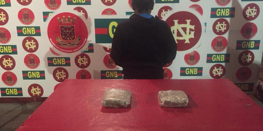 GNB Zulia capturó a ciudadana con dos panelas de marihuana en su cartera