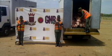 GNB Zulia decomisó 20 toneladas de alimentos en el Puente sobre el Lago
