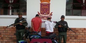 GNB detiene a dos ciudadanos  por  porte ilícito de arma de fuego y presunto robo en Mérida