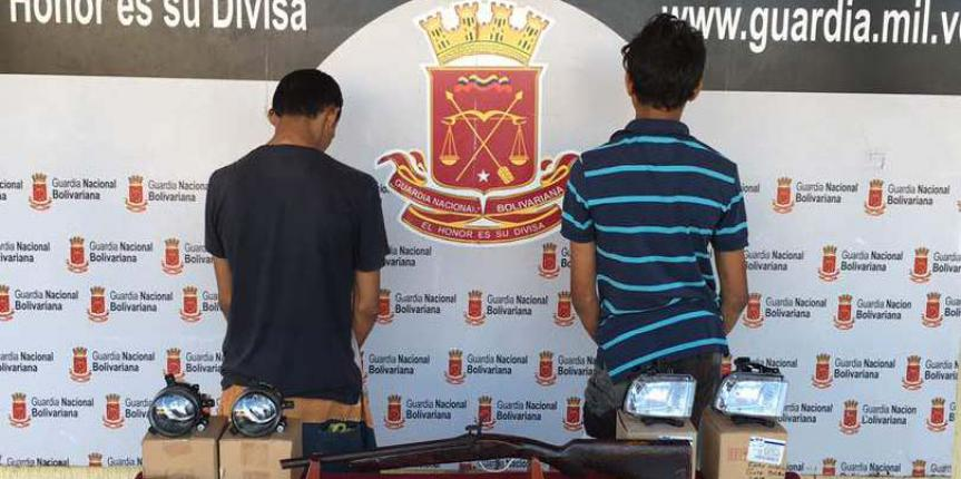 GNB Falcón capturó en flagrancia dos ciudadanos que hurtaban establecimiento comercial en Puerta Maraven