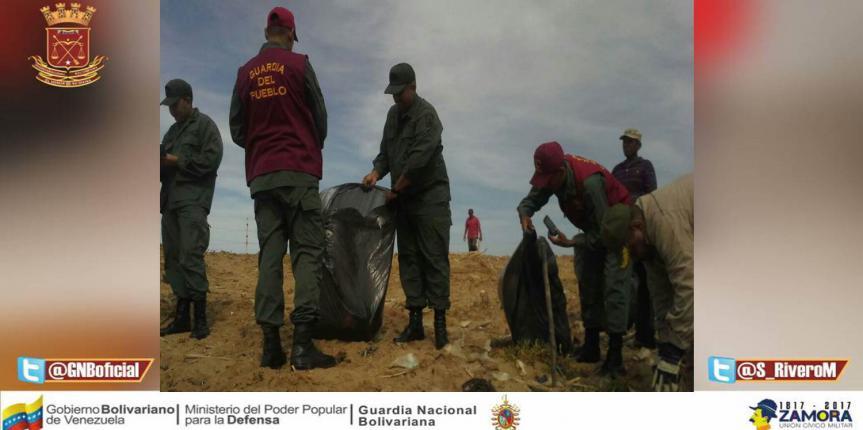 GNB Falcón realiza jornada de limpieza en el Parque Nacional Los Médanos