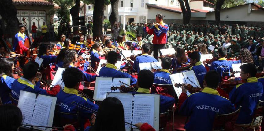 "Orquesta Sinfónica Juvenil ""José Francisco del Castillo"" brindo repertorio musical a la GNB"