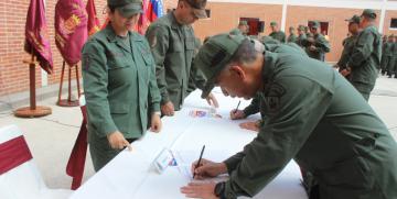 Personal militar y no militar de la GNB firmó por la paz y en contra del injerencismo Norteamericano