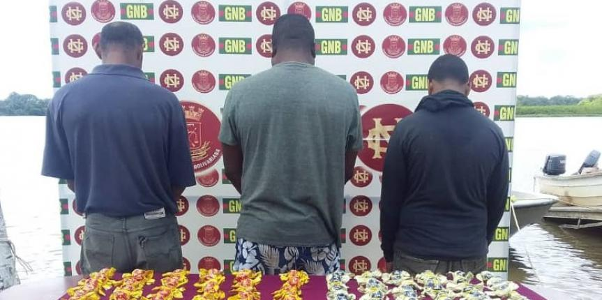 Comando de Vigilancia Costera capturó a tres ciudadanos con 90 envoltorios de cocaína