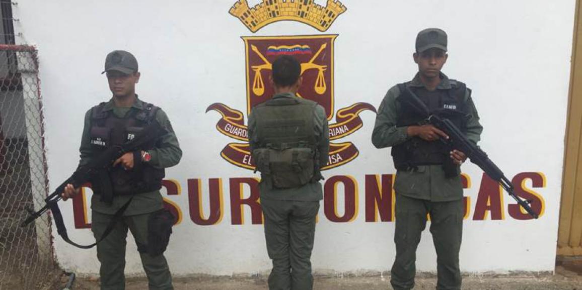 GNB detiene a falso soldado y recupera tambores con combustible