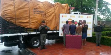 Tras persecución GNB detiene 4 ciudadanos en flagrancia cuando intentaban saquear un camión de frutas en el Zulia