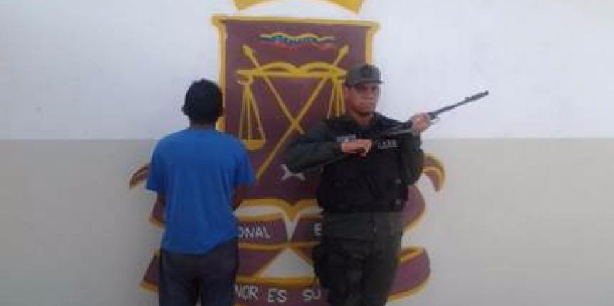 GNB Falcón aprehende a ciudadano con arma de fuego