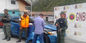 GNB retiene un vehículo en el páramo andino