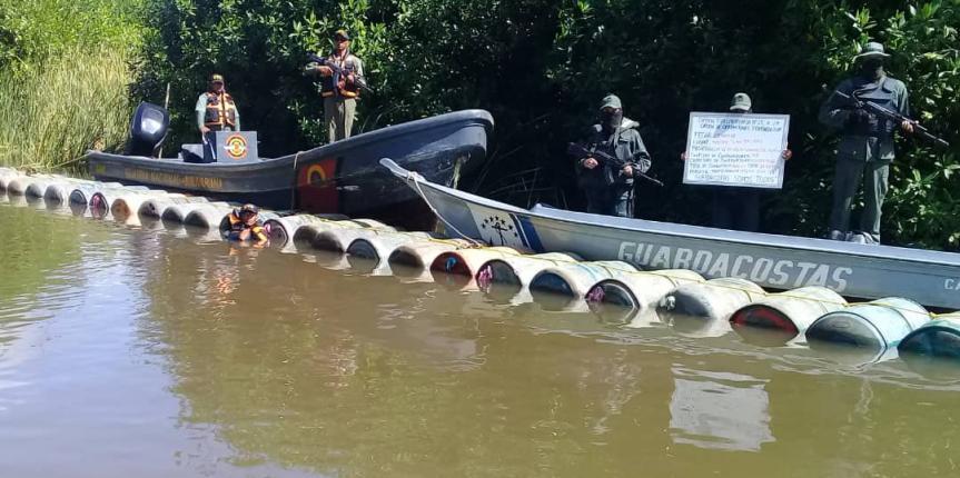 Comando de Vigilancia Costera de la GNB en operación conjunta con la Armada Bolivariana incautan 10.560 litros de  combustible en el estado Zulia