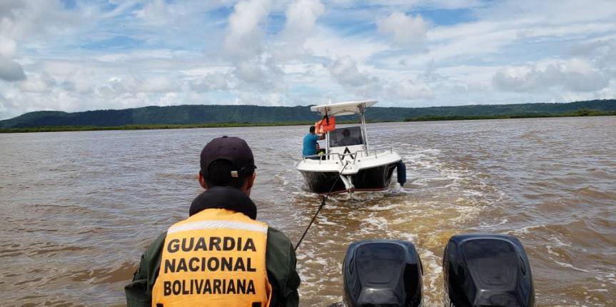 Comando de Vigilancia Costera  rescata tres personas en el Parque Nacional Morrocoy y recupera una embarcación deportiva
