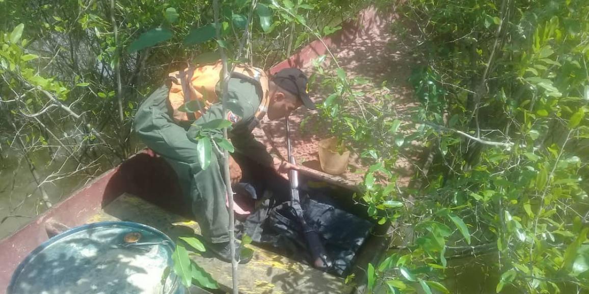 Comando de Vigilancia Costera de la GNB recupera un arma de fuego a orillas del Rio Orinoco en el estado Bolívar